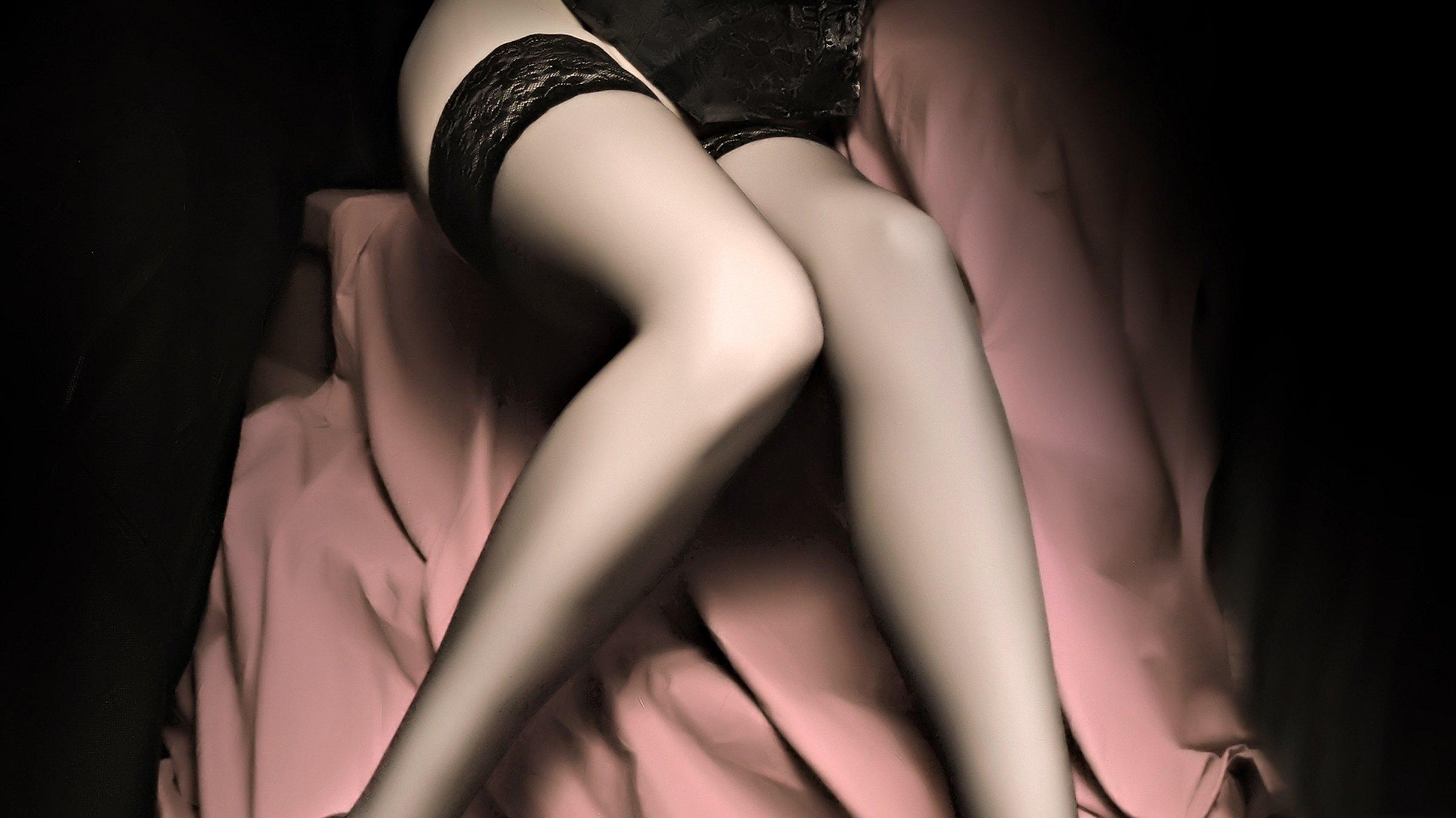 Фото ножки женщин в чулках 2 фотография