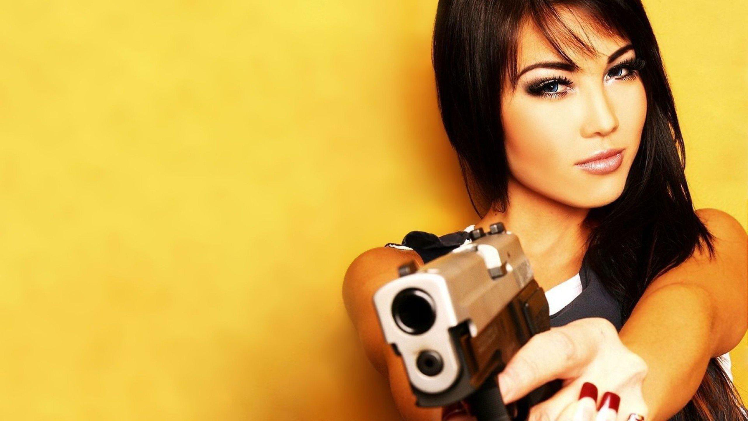 Фотосессии девушек с пистолетом 17 фотография