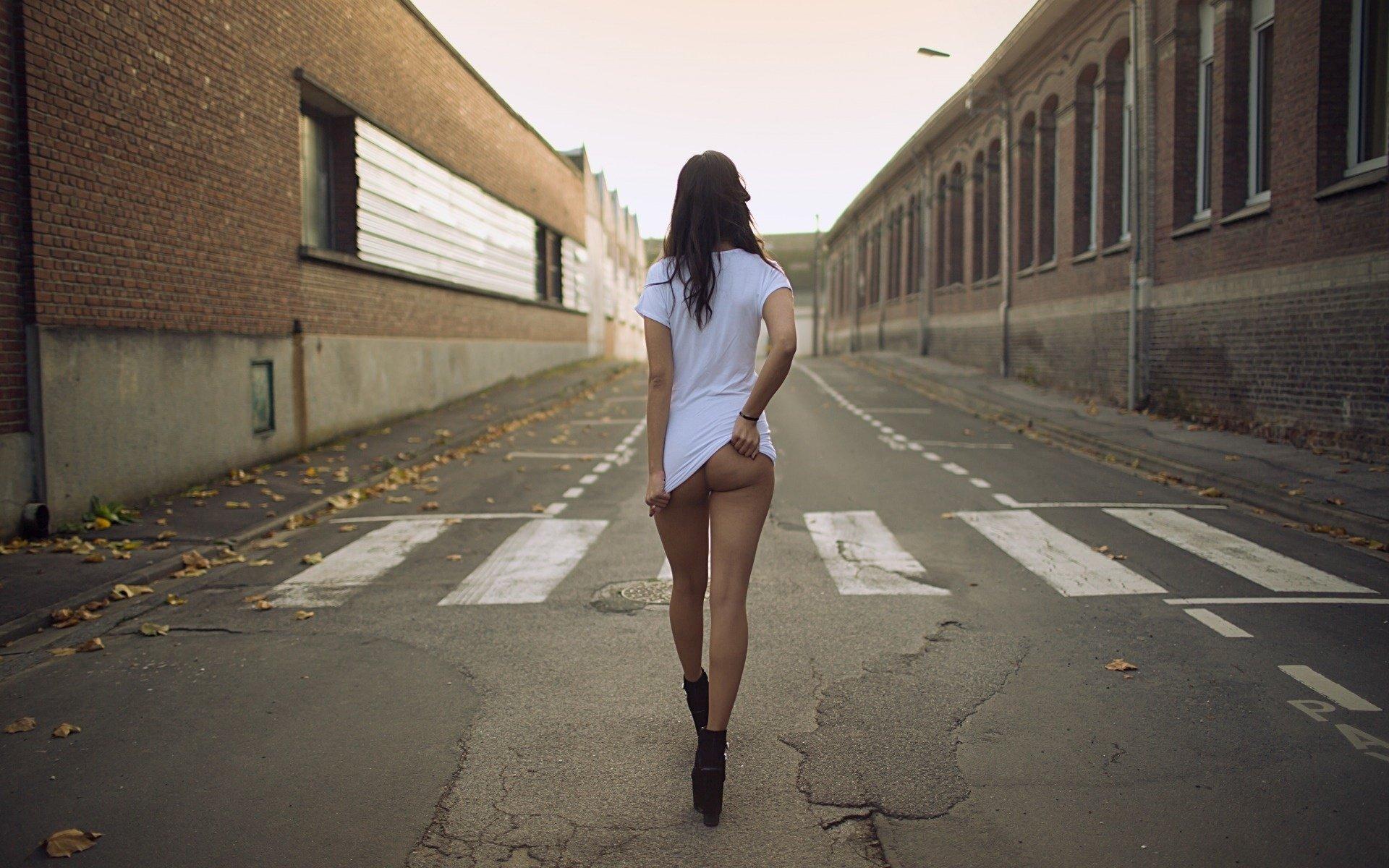 Смотреть онлайн девушки ходят в мини 22 фотография