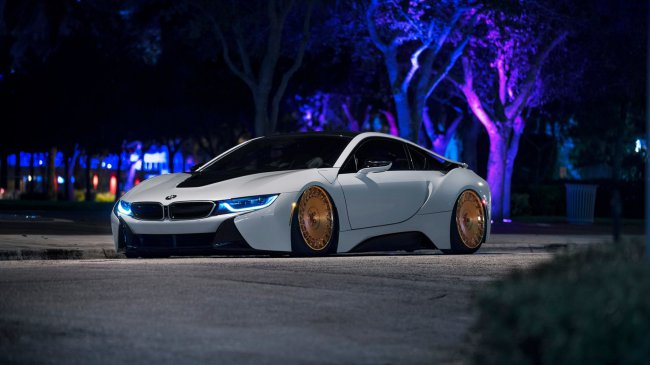 BMW i8 on Rotiform Wheels