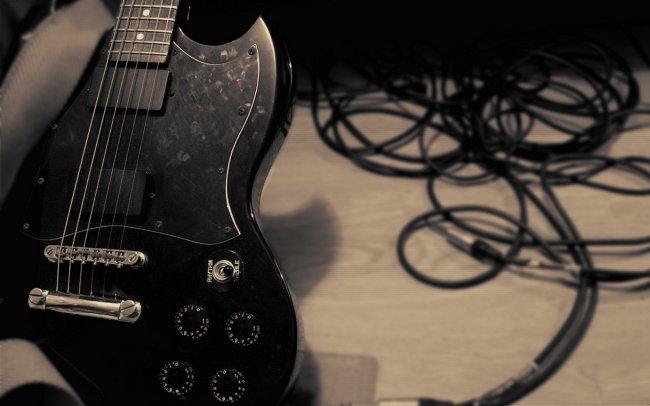 Музыкальная электрогитара
