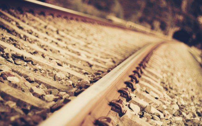 Железная дорога идущая в тоннель