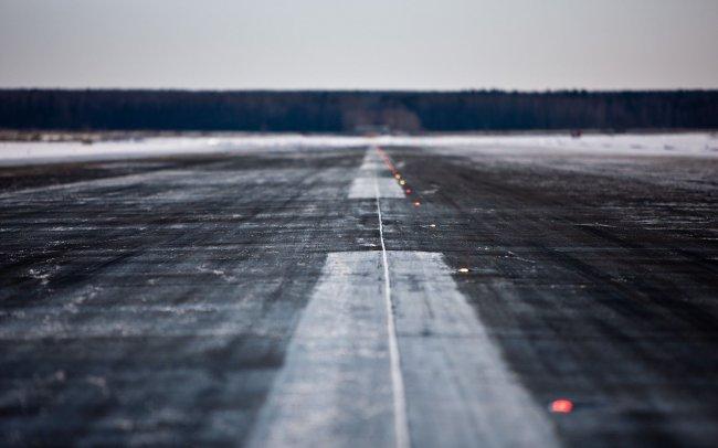 Взлётная полоса аэропорта