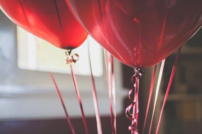 Воздушные шарики с ленточками