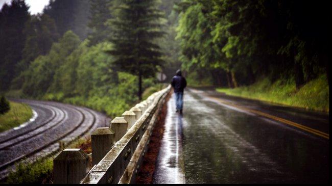 Человек под дождем