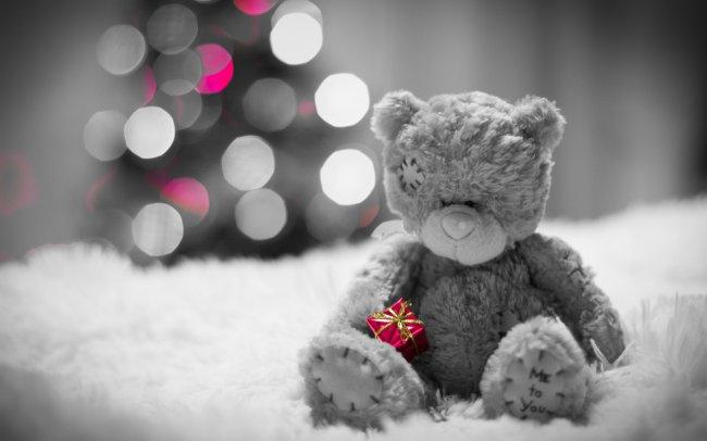 Мишка с подарком