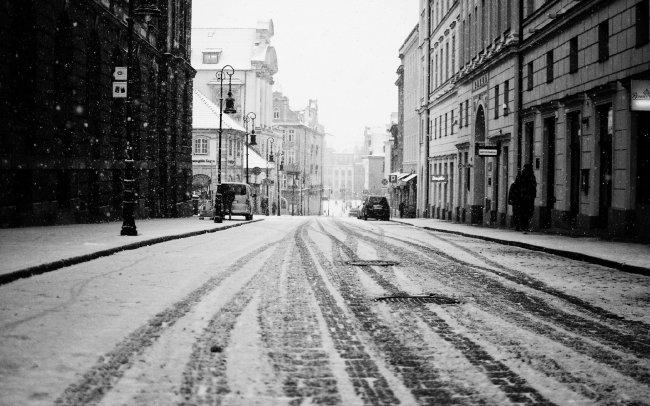 Заснеженная улица города