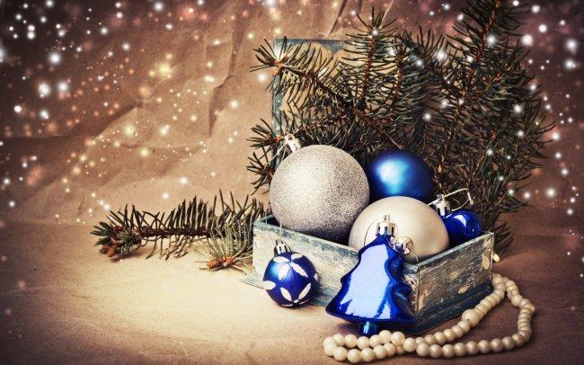 Новогодние украшения в коробочке