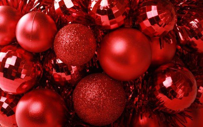 Красные новогодние шары