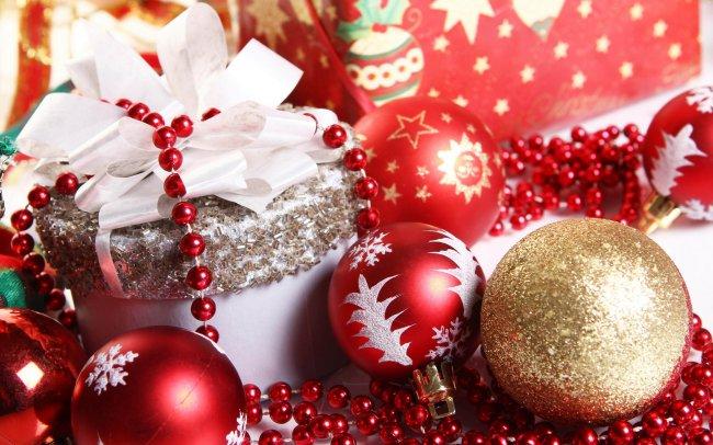 Елочные украшения и подарки