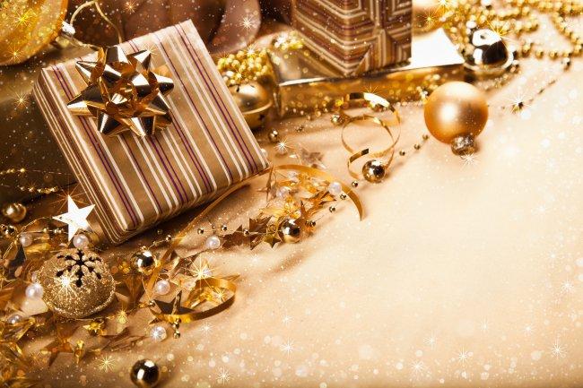 Подарки и елочные игрушки