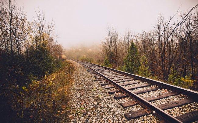 Железная дорога в конце осени