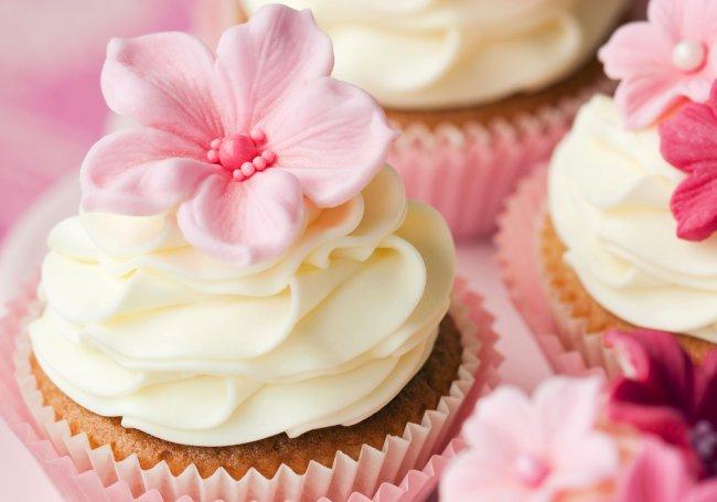 Кексы с кремом и цветочками