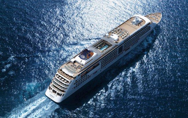 Круизный лайнер MS Europa 2