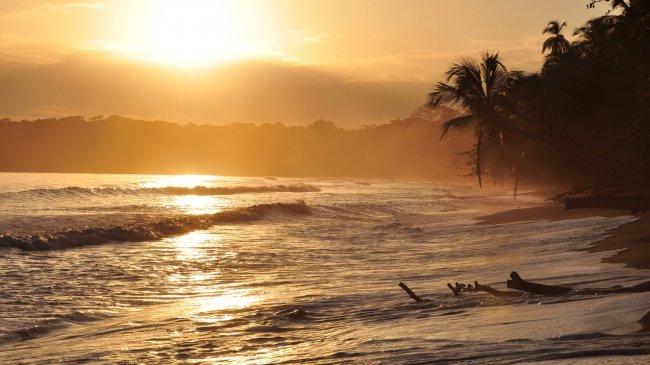 Золотой восход солнца в Кауита
