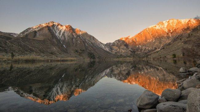 Озеро скалистых гор