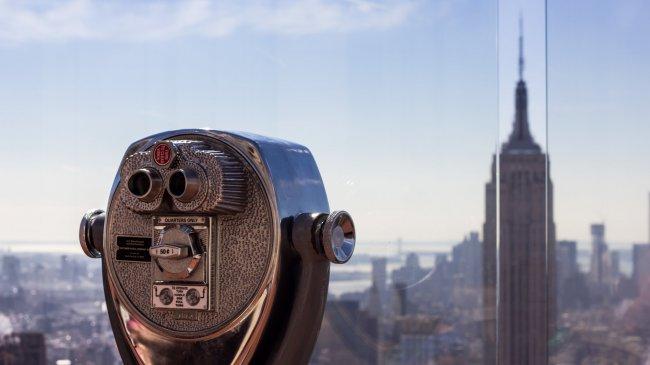 Бинокль на небоскреб в Нью-Йорке