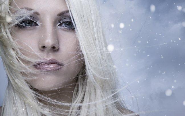 Девушка и снег