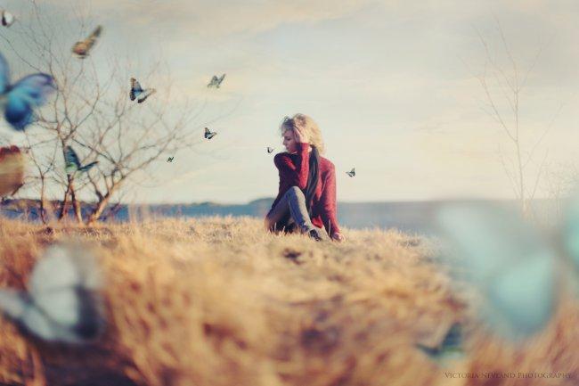 Девушка и бабочки фотограф Victoria Nevland