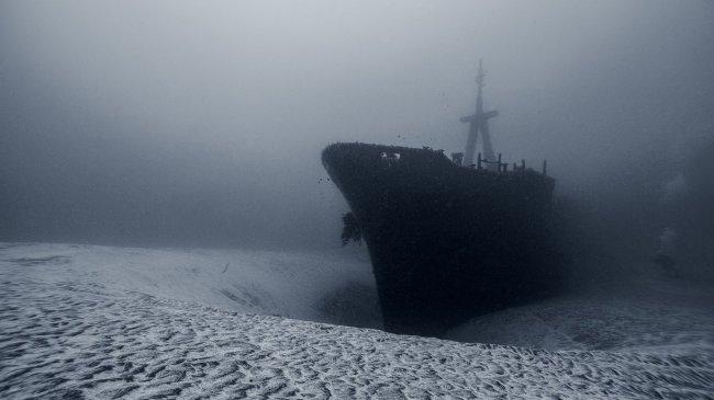 Корабль на дне океана