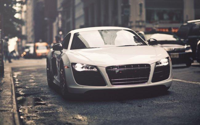 Белый Audi R8