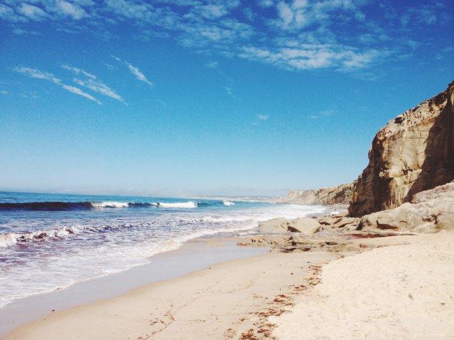 Пляж Супер Тубос на западном побережье Португалии