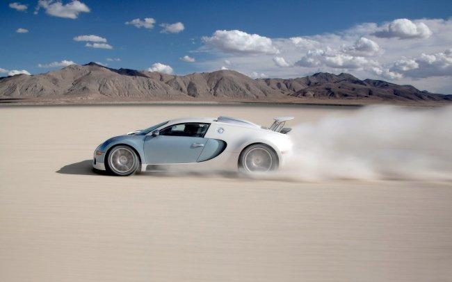 Bugatti Veyron в пустыне