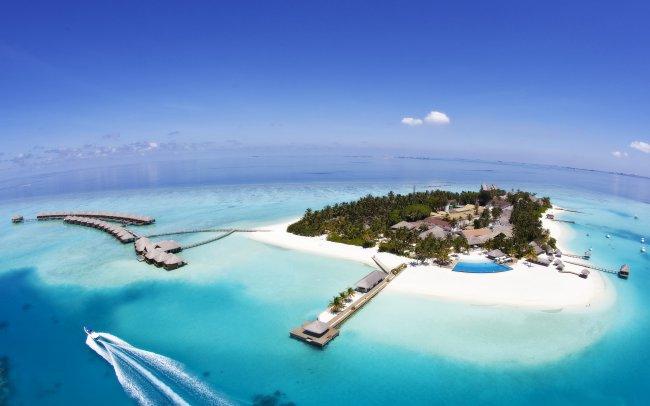 Мальдивский остров в форме сердца