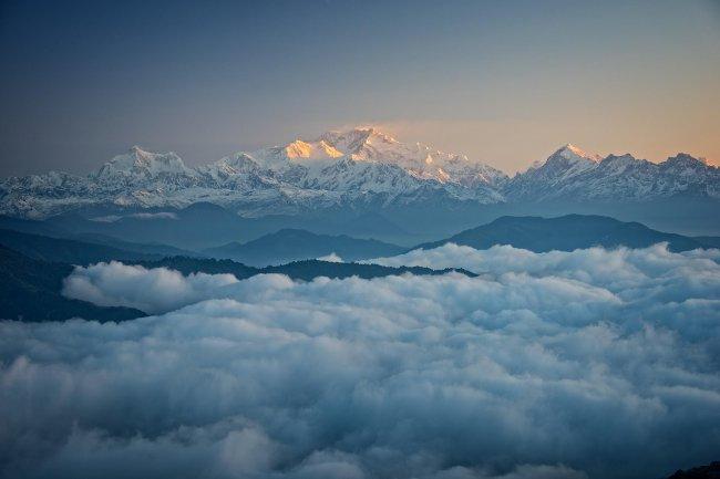Белые горы и облака