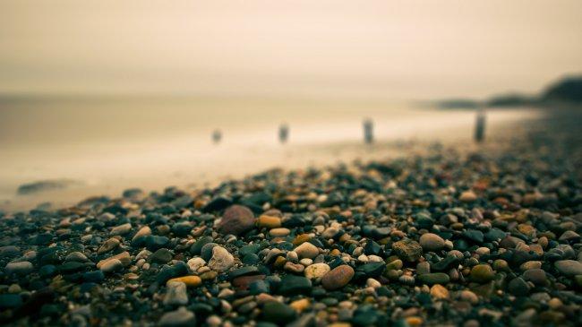 Галька на берегу