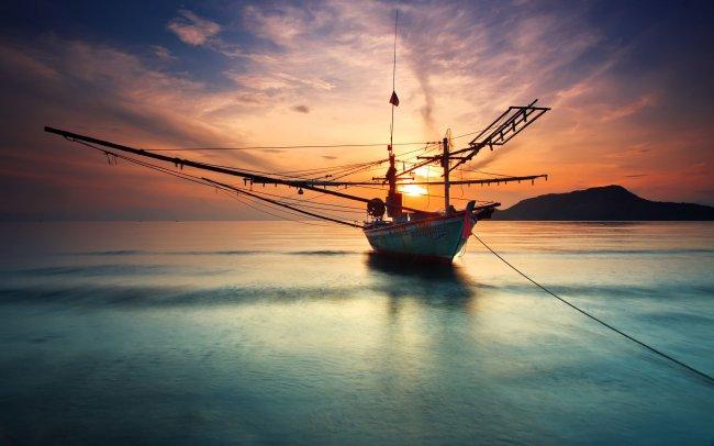 Лодка на закате