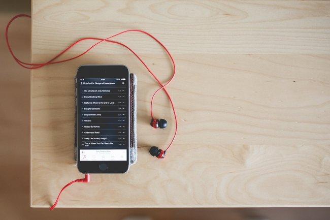 Музыкальный плейлист на Iphone 5s