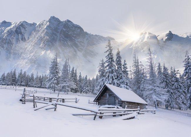 Домик у снежных гор