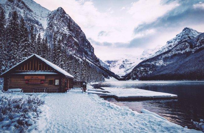 Домик возле горного озера