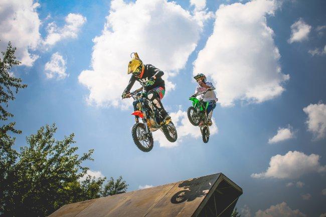 Прыжки на кроссовых мотоциклах