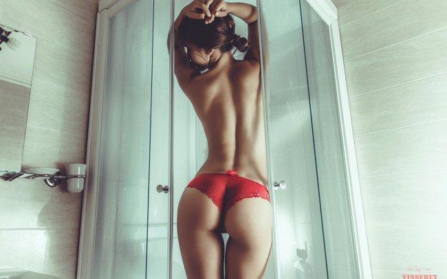 Девушка в ванной комнате, фотограф Сергей Винников