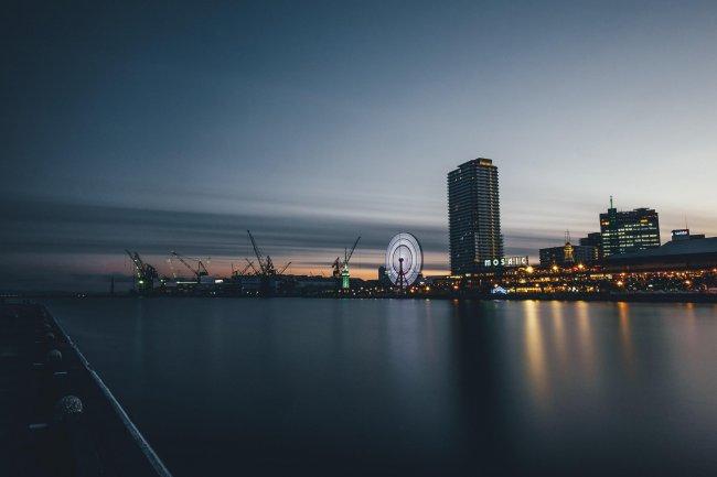 Ночной город Кобе в Японии