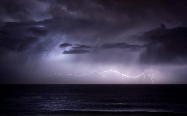 Гроза ночью на море