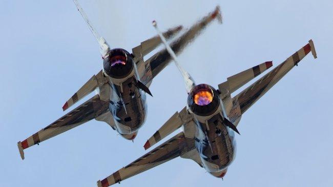 Трюки на истребителях в воздухе