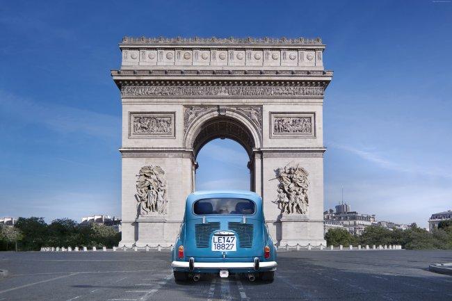 Триумфальной аркой на площади Каррузель, Париж