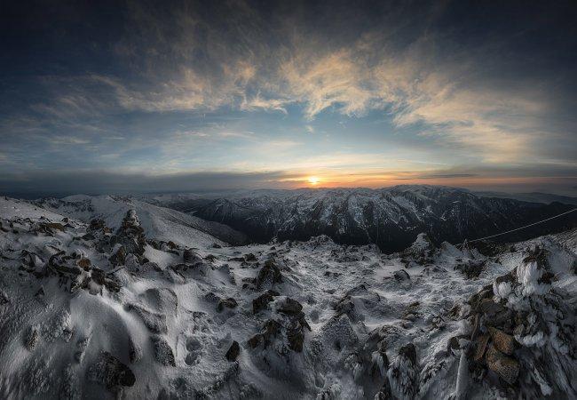 Закат солнца над горными вершинами Мусала, Болгария