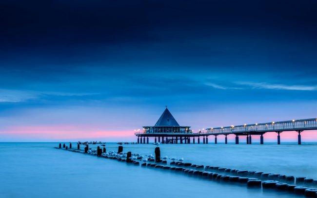 Пирс в Херингсдорфе на Балтийском море, Германия
