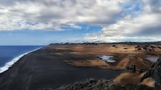 Черный песчаный пляж в Исландии