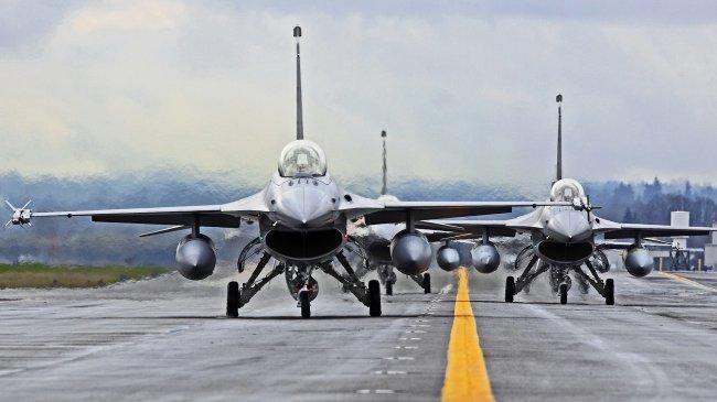 Истребители F-16 Файтинг Фолкон