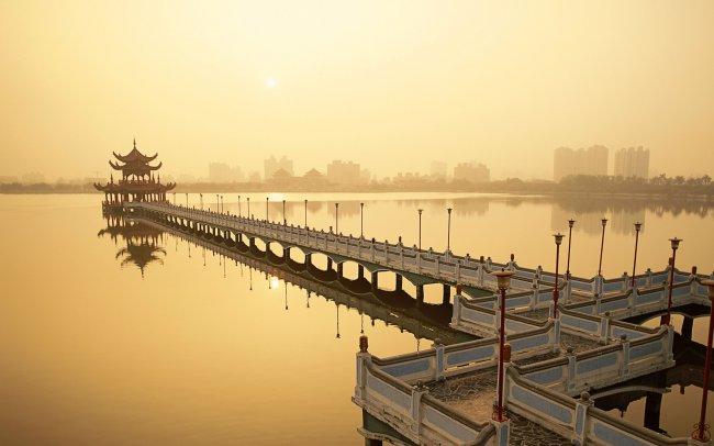 Озеро лотосов в Гаосюне, Тайвань