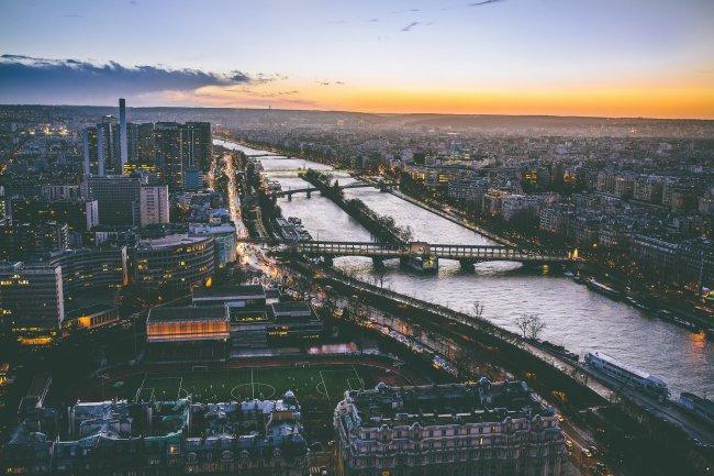 Вечер в Париже, Франция