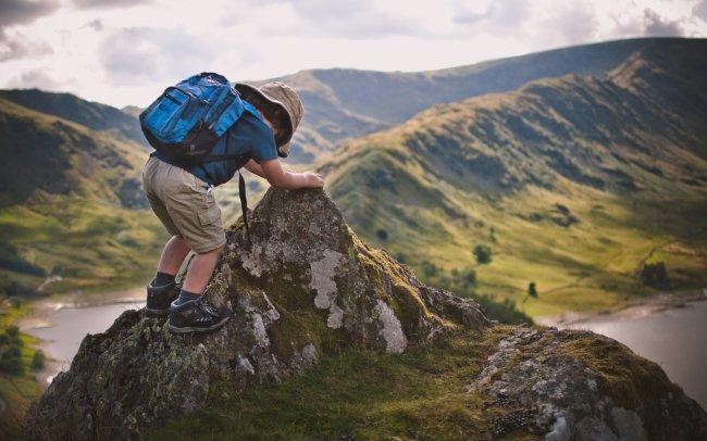 Ребенок покоряет горные вершины