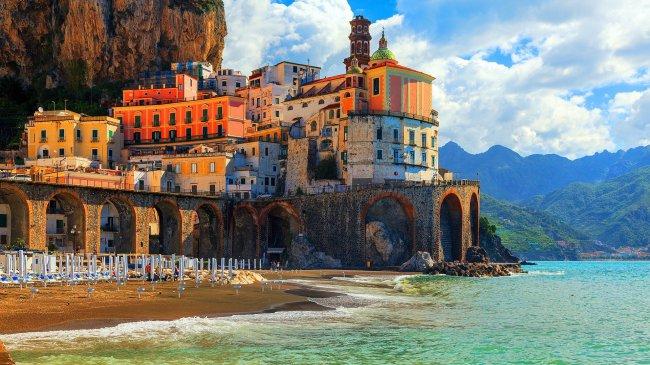 Приморский город Амальфи у Салернского залива, Италия