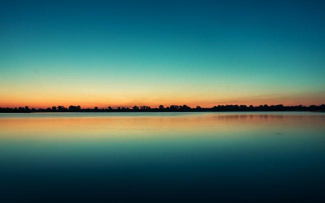 Закат над рекой