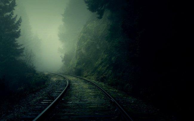 Рельсы уходя в туман